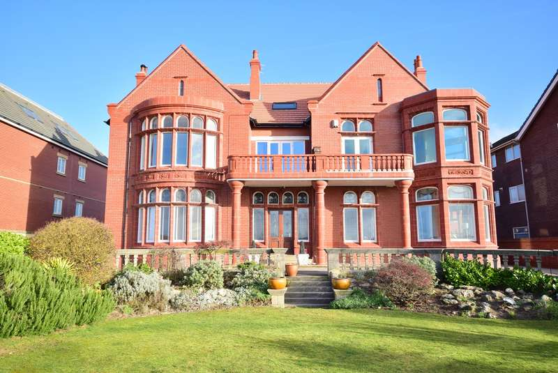 3 Bedrooms Apartment Flat for sale in 54 North Promenade, Lytham St Annes, FY8