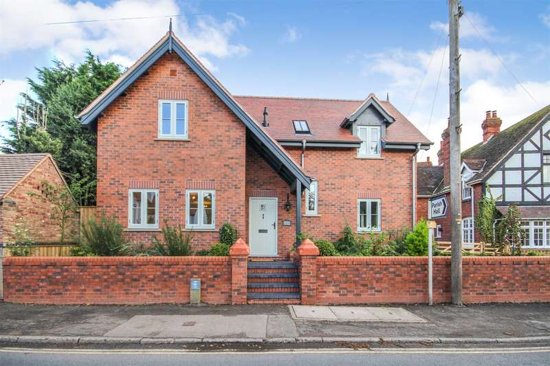3 Bedrooms Detached House for sale in The Green, Hallow, Worcester, Worcestershire, WR2