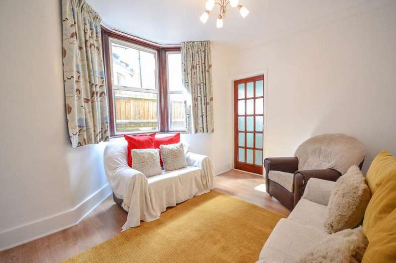 2 Bedrooms Flat for sale in Lordsmead Road, London, N17