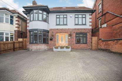 5 Bedrooms Detached House for sale in Station Road, Hinckley, Leicestershire, England