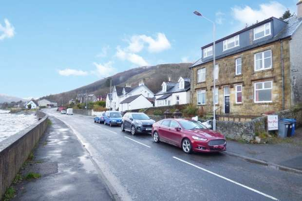 2 Bedrooms Flat for sale in Heatherbloom Place, Dunoon, Argyll, PA23 8TA
