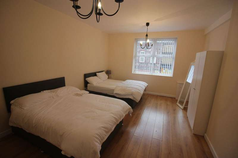 3 Bedrooms Flat for rent in St Marys Road, Garston, Liverpool, L19 2JG