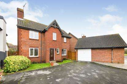 3 Bedrooms Detached House for sale in Rayleigh, Essex