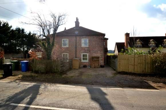 2 Bedrooms Property for sale in Gabridge Cottages, Forest Green Road, Holyport