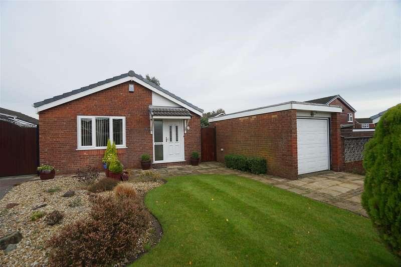 3 Bedrooms Detached Bungalow for sale in Lymbridge Drive, Blackrod, Bolton