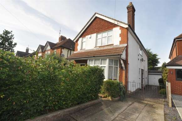 4 Bedrooms Detached House for sale in Stevenage Road, Hitchin