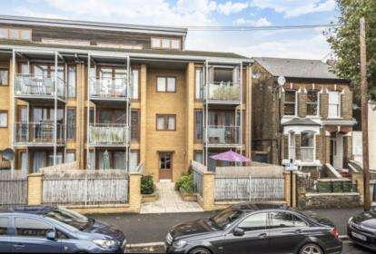 1 Bedroom Flat for sale in Earlham Grove, Forest Gate, London