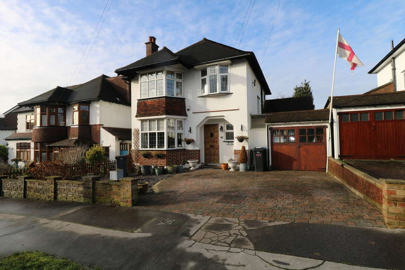 3 Bedrooms Detached House for sale in Carlton Avenue, South Croydon