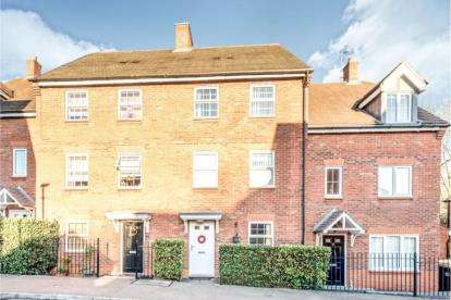 3 Bedrooms Terraced House for sale in Gibbards Close, Sharnbrook, Bedford, Bedfordshire