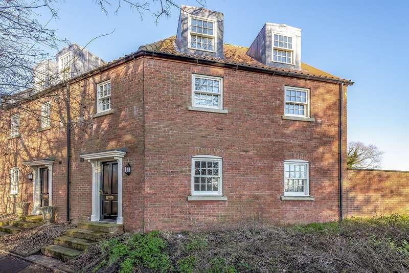 3 Bedrooms End Of Terrace House for sale in West Street, Horncastle, Lincs, LN9 5AF