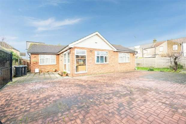 2 Bedrooms Detached Bungalow for sale in Moss Close, London