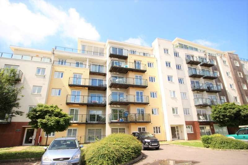 2 Bedrooms Apartment Flat for sale in Admirals House, Gisors Road, Southsea, Hampshire, PO4