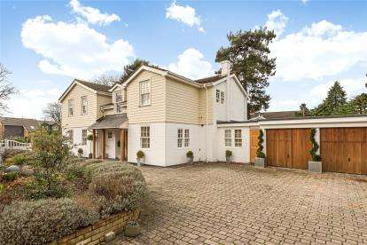 5 Bedrooms Detached House for sale in Hawthorne Close, Bickley