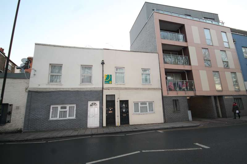 2 Bedrooms Flat for sale in Albert Road, London, E16 2JD