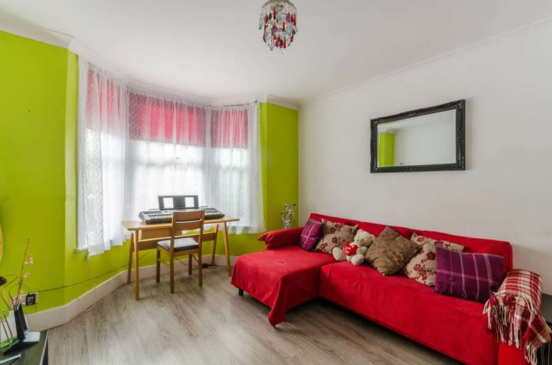 2 Bedrooms Semi Detached House for sale in Livingstone Road, Thornton Heath, CR7