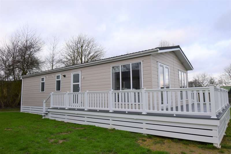 3 Bedrooms Mobile Home for sale in Yaxham