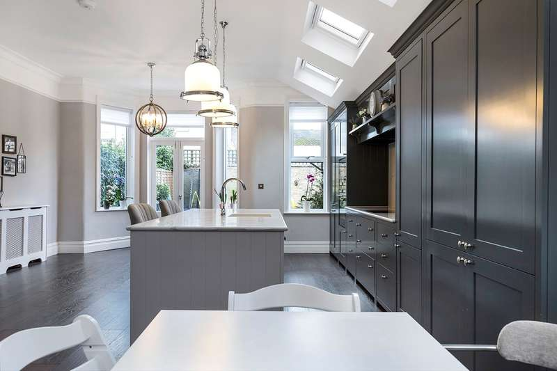 5 Bedrooms Semi Detached House for sale in Hillcrest Road, LONDON, W3