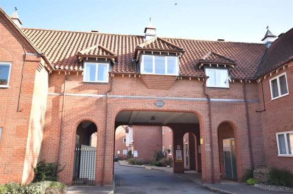 2 Bedrooms Flat for sale in Berkeley Court, Sleaford