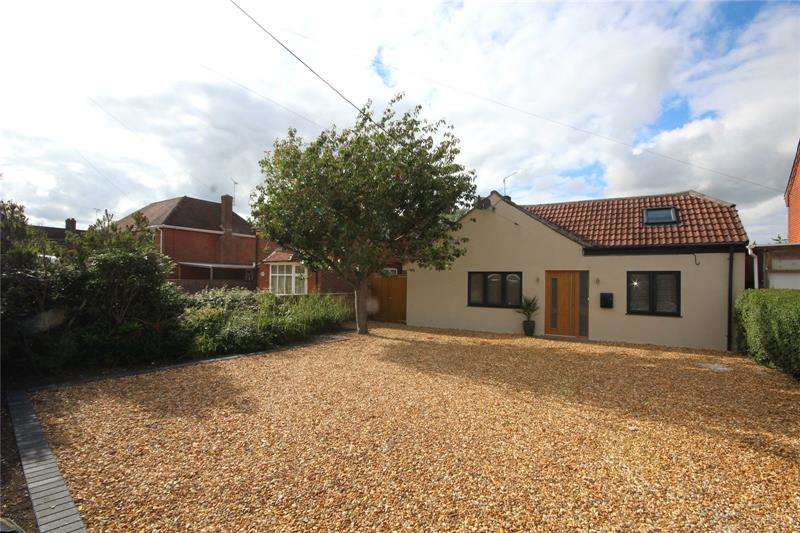 3 Bedrooms Bungalow for sale in Northfield Road, Ringwood, Hampshire, BH24