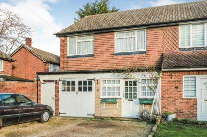 3 Bedrooms Semi Detached House for sale in Windward Close, Enfield