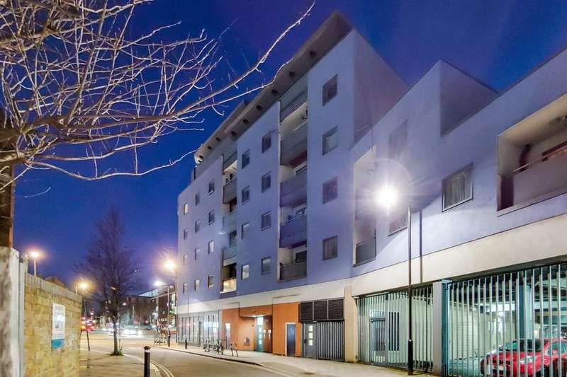 2 Bedrooms Flat for sale in Staffordshire Street, London SE15