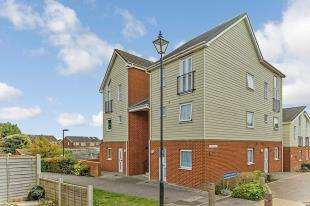 2 Bedrooms Flat for sale in Bismuth Drive, Sittingbourne, Kent