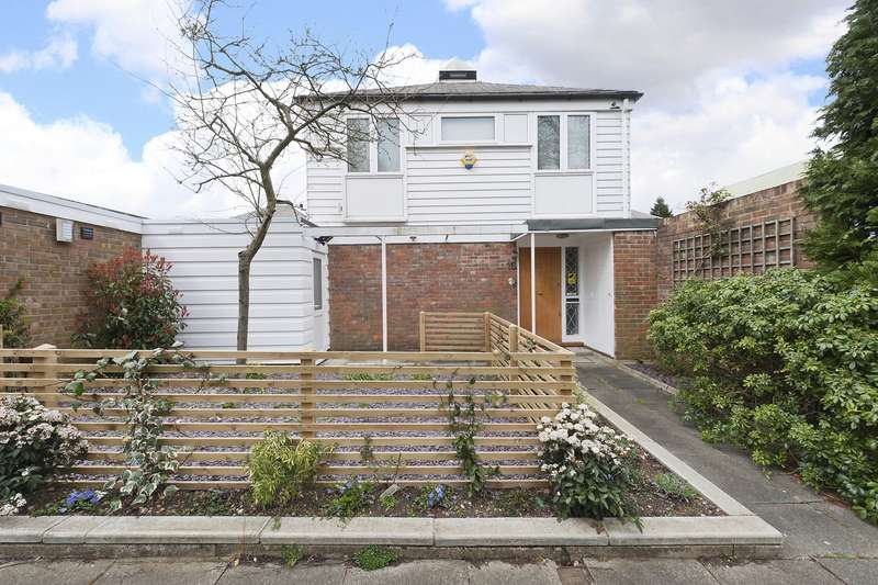 4 Bedrooms Detached House for sale in Walkerscroft Mead, London