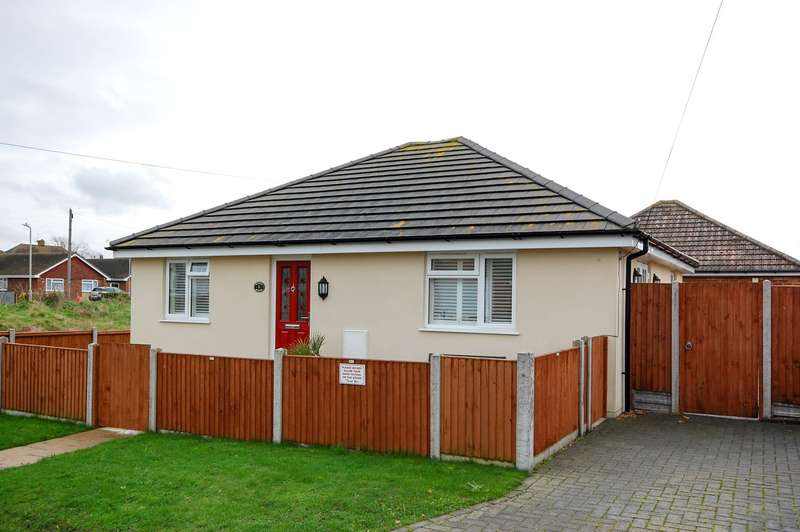 2 Bedrooms Detached Bungalow for sale in Bentley Avenue, Herne Bay
