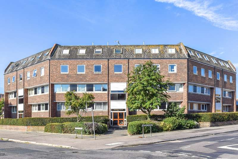2 Bedrooms Ground Flat for sale in Highfield Court, Herne Bay