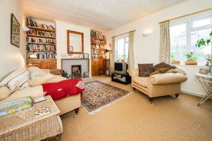 2 Bedrooms Flat for sale in Archway Road, Highgate, London, .