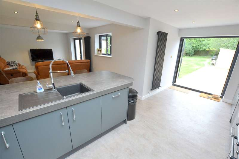3 Bedrooms Detached House for sale in Northfield Road, Ringwood, Hampshire, BH24