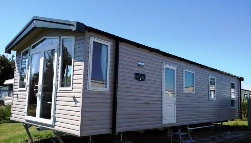 3 Bedrooms Caravan Mobile Home for sale in Sea End Caravan Park, Essex