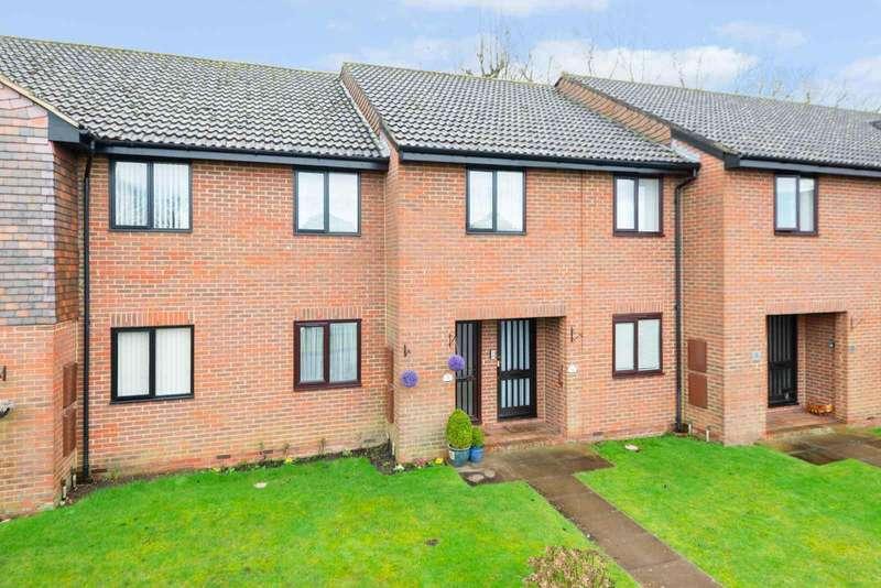 2 Bedrooms Apartment Flat for sale in Loudon Court, Loudon Way, Godinton Park, Ashford, TN23