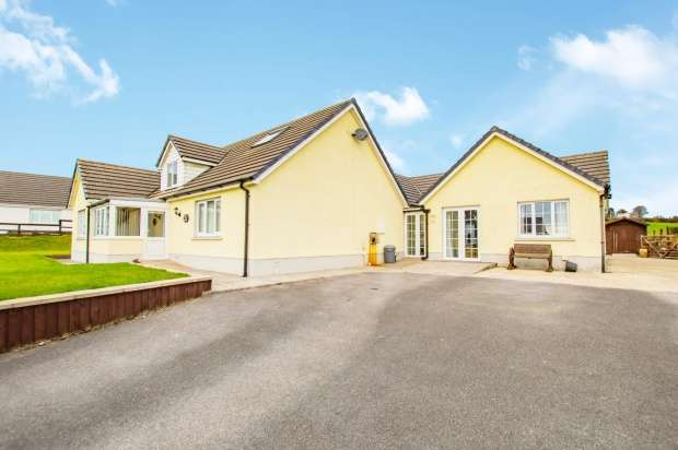 4 Bedrooms Detached Bungalow for sale in Bro Deirian, Efailwen, Carmarthenshire, SA66 7XF