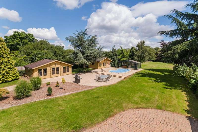 4 Bedrooms Detached House for sale in Cherry Tree Lane, Iver, SL0