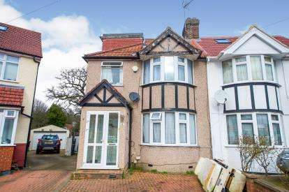 4 Bedrooms Semi Detached House for sale in Briarwood Close, Kingsbury, London, Uk