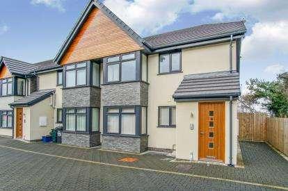 2 Bedrooms Flat for sale in Fernbank, Penmaenmawr Road, Llanfairfechan, Conwy, LL33