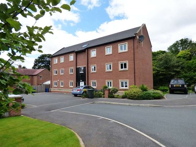 2 Bedrooms Ground Flat for sale in Old Wood Close, Gillibrands North, Chorley, PR7