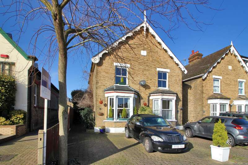 3 Bedrooms Semi Detached House for sale in Birkbeck Road, Sidcup, Kent, DA14 4DJ