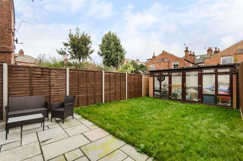 2 Bedrooms Maisonette Flat for sale in Furness Road, Kensal Green, NW10