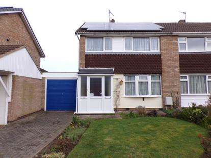3 Bedrooms Semi Detached House for sale in Buxton Close, Whetstone, Leicester, Leicestershire