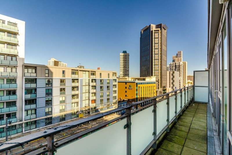 2 Bedrooms Flat for sale in Wise Road, Stratford, E15