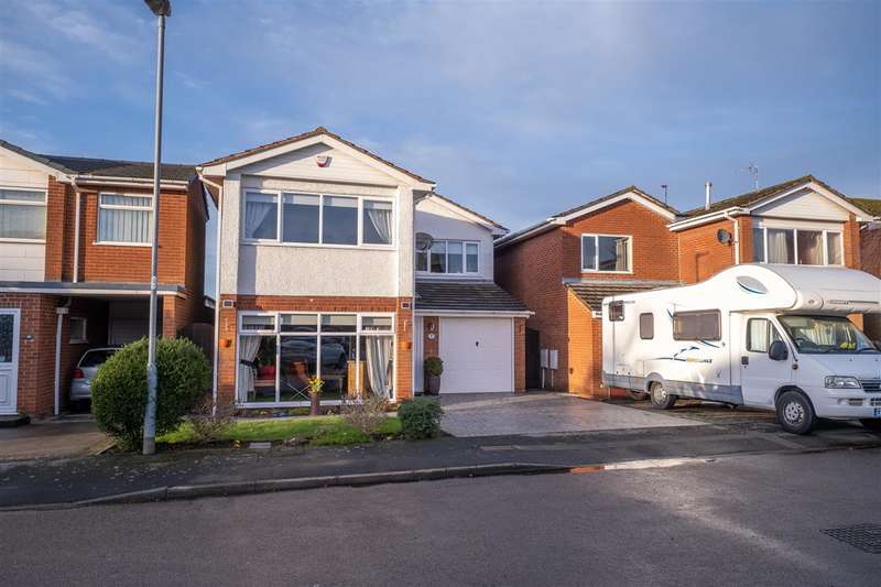 4 Bedrooms Detached House for sale in Grove Park, Burbage