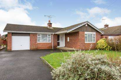 2 Bedrooms Bungalow for sale in Roman Way, Sandbach, Cheshire