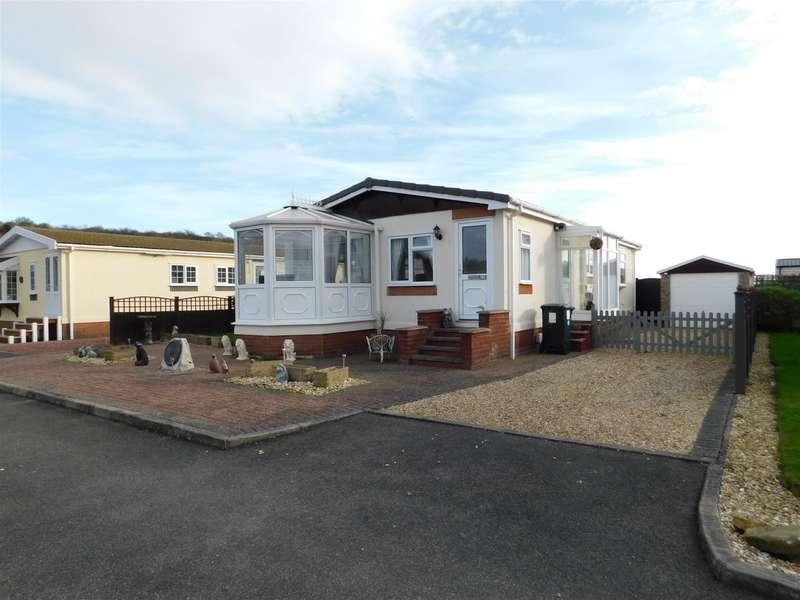 2 Bedrooms Detached Bungalow for sale in Four Seasons Park, Chapel St. Leonards, Skegness, PE24 5YZ