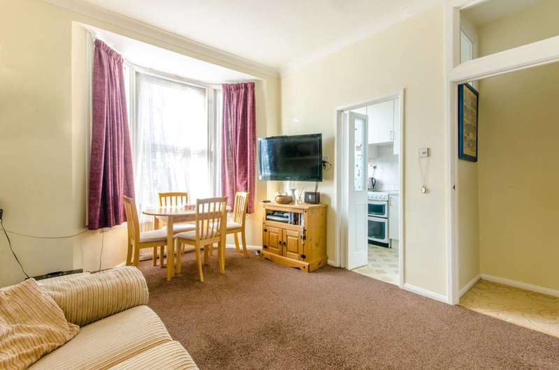 2 Bedrooms Maisonette Flat for sale in Bellevue Road, New Southgate, N11