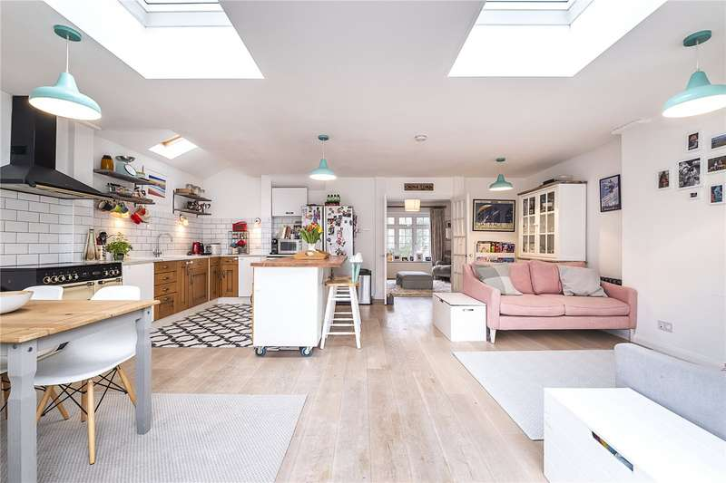 3 Bedrooms Semi Detached House for sale in Everdon Road, London, SW13
