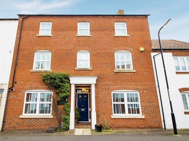 5 Bedrooms Terraced House for sale in Poppy Mead, Kingsnorth, Ashford, Kent