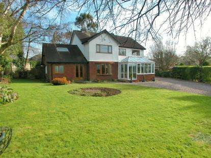 4 Bedrooms Detached House for sale in Neston Road, Burton, Neston, Cheshire, CH64