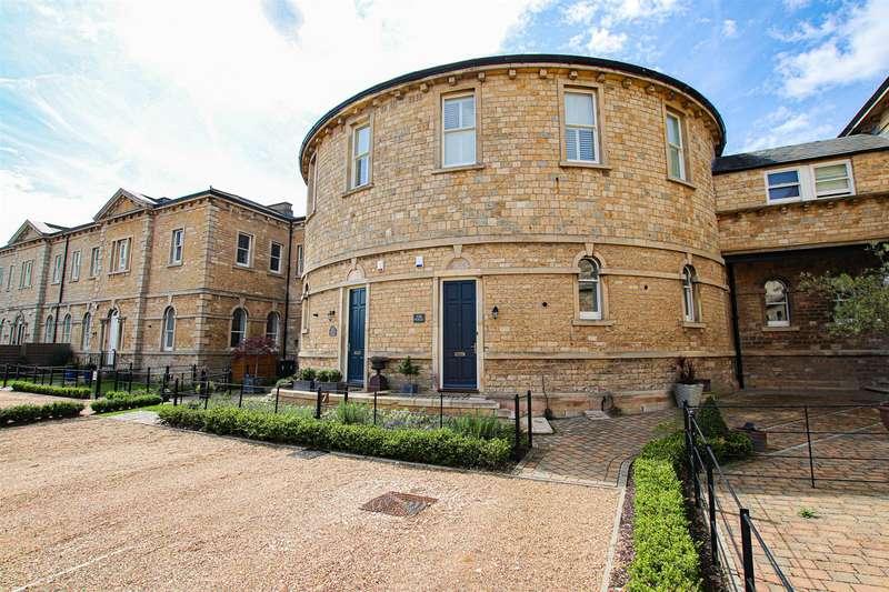 4 Bedrooms Detached House for sale in Adler Close, Bracebridge Heath, Lincoln
